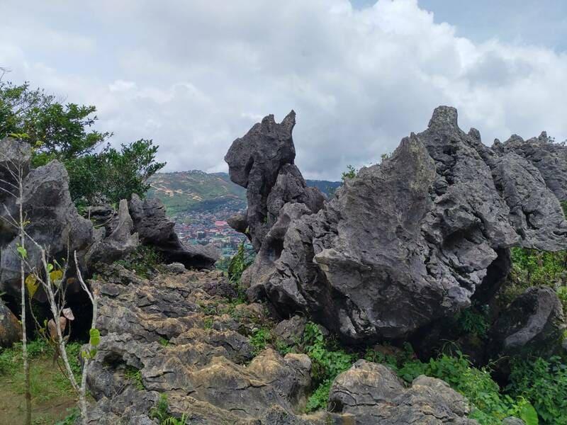 Mt. kalugong 形狀特別的岩石