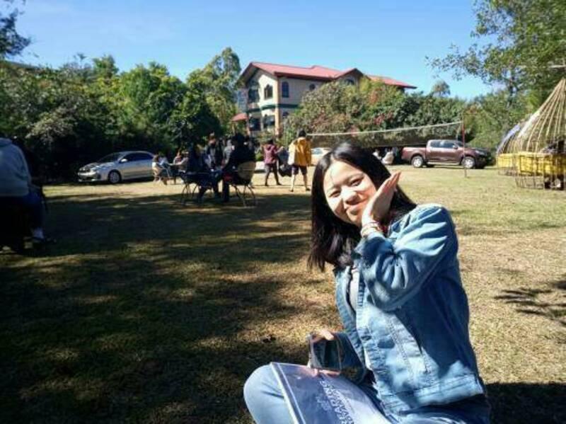 第一次在戶外上課,旁邊也有很多同學在上課,氣氛非常輕鬆